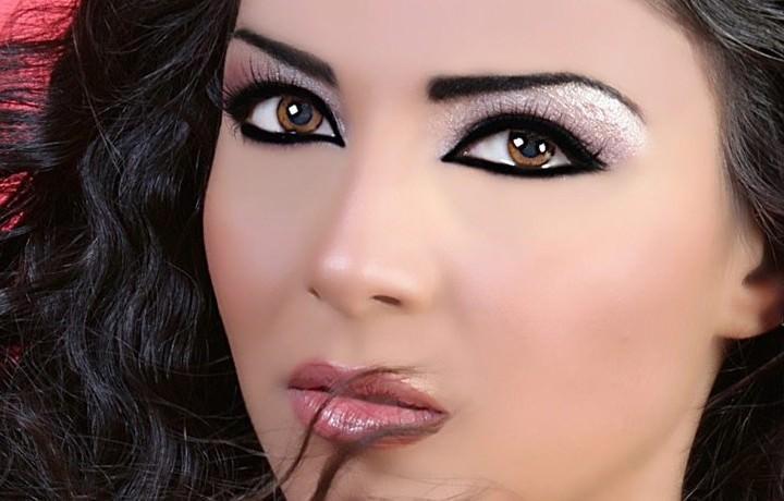 девушка с красивым вечерним макияжем