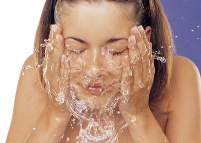 холодная вода на лице