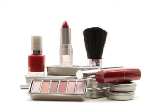 инструменты с помощью которых делают макияж
