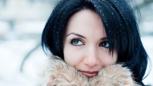 снежинки на волосах