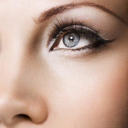 женщина с идеальным макияжем