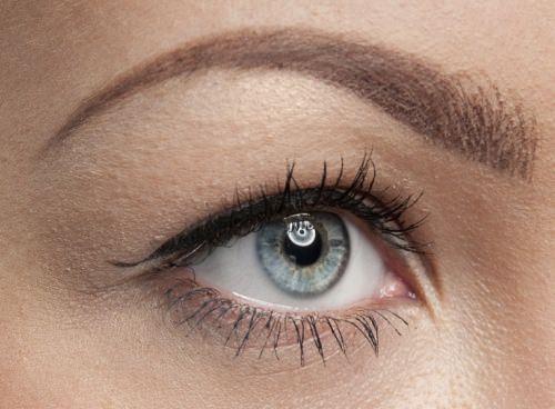 голубой глаз женщины