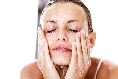 тонизируем кожу лица водой