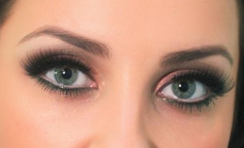 выразительные глаза с большими ресницами