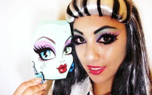 египетский макияж в мультяшном стиле