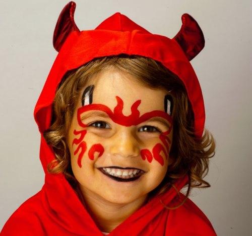 ребёнок в образе дьявола