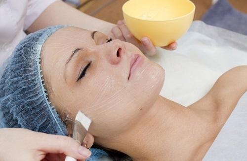 нанесение косметического состава на кожу