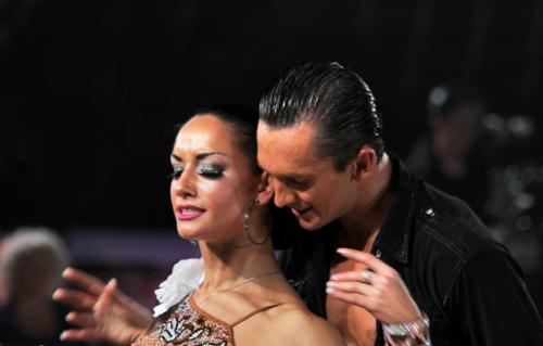 женщина и мужчина в танце