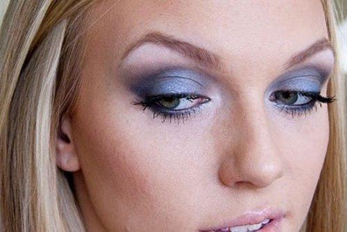 использование фиолетовых теней в вечернем макияже