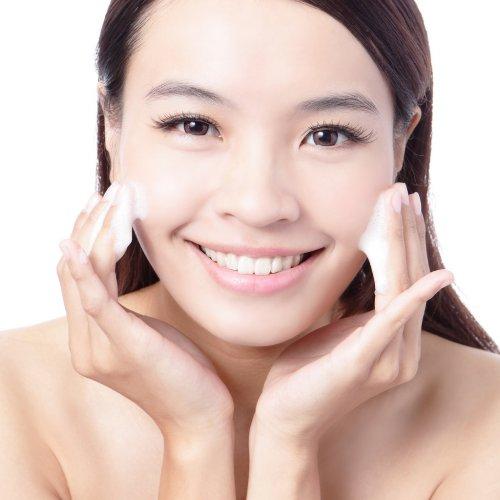 умывать лицо лучше специальным средством