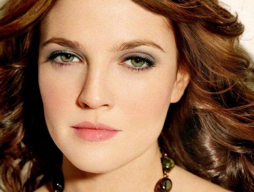 акцент в макияже на зеленых глазах