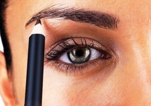 зелёный женский глаз крупным планом