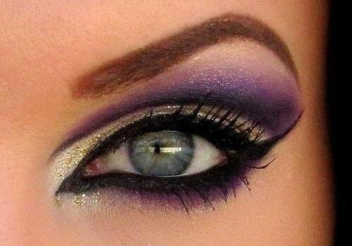 выразительные голубые глаза с вечерним мейкапом