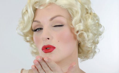 красные губы голливудской звезды