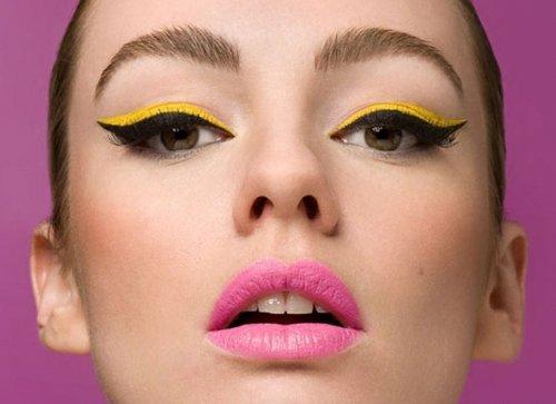 жёлтые тени и розовые губы