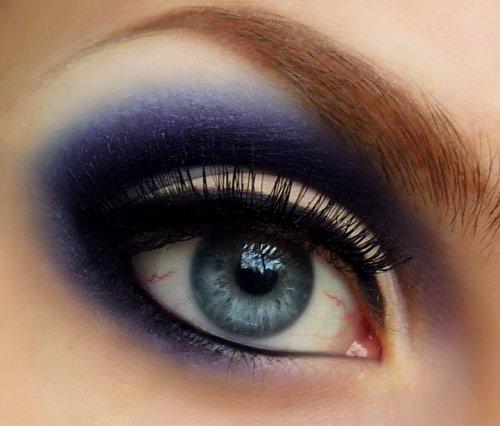 синие тени в мейкапе голубых глаз