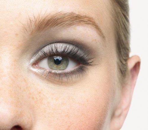 серо-фиолетовые тени на зеленых глазах
