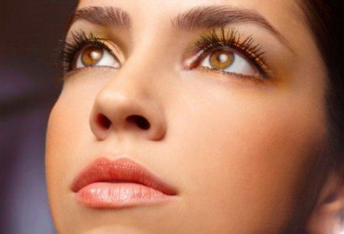 светло-коричневая дымка возле глаз
