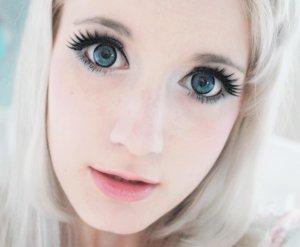 накладные ресницы зрительно увеличивают глаза