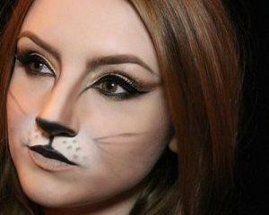 кошачья форма глазам придаётся жирными чёрными стрелками