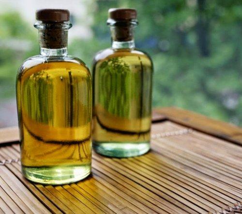 жёлтое масло в бутылочке