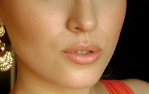 губная помада естественных розовых тонов