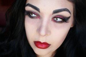 бордовая помада в макияже вампира