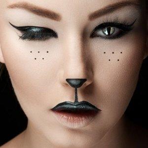 черный контур вокруг глаз обязателен