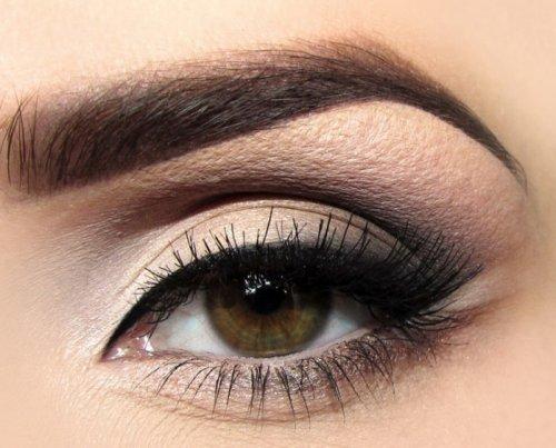 розовые тени в макияже каре-зеленых глаз