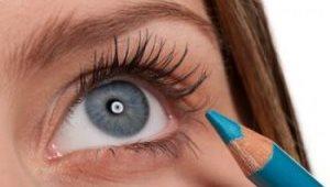 карандаш голубого цвета добавит глазам голубизны