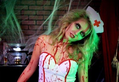девушка в образе медсестры