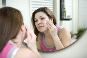 использование уходовой косметики на лице