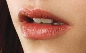 блеск на губах беллы