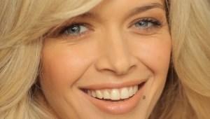 минимум косметики на её глазах