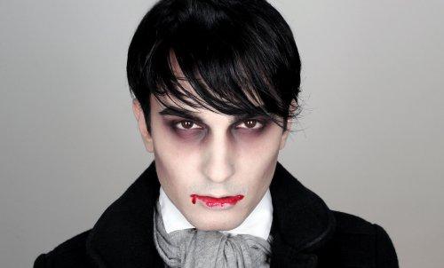 лёгкий грим вампира