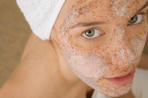 смесь из корицы и мёда на коже лица