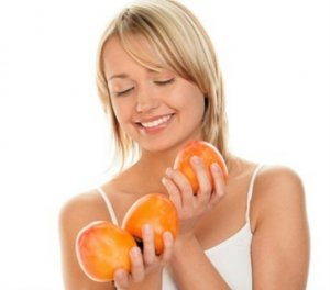 спелые фрукты для ухода за лицом